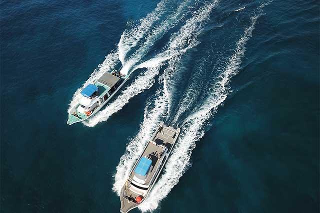 専用ダイビングボート2隻